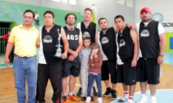 Wild Cats 3er. lugar de Liga Mayor B venciendo a Aztecas Brown 75-74