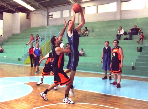 Lolos sigue 2o. lugar en Liga Mayor al vencer a Dragones 75-58
